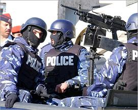 القبض على عصابة تسلب محلات تجارية تحت التهديد .. وضبط كيلو غرام من المخدرات