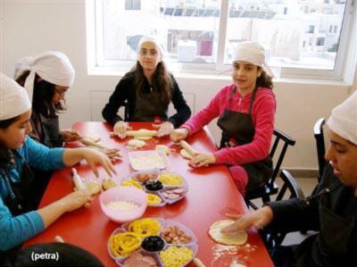 للمرة الأولى..مركز في عمان لتعليم الاطفال الطهي واعداد اشهى الماكولات