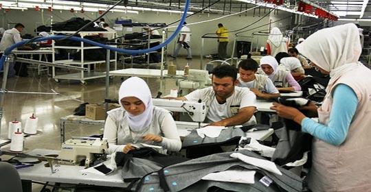 """18 شركة إسرائيلية تمارس عملها.. """"600 """"عامل يفقدون وظائفهم جراء إغلاق 19شركة"""
