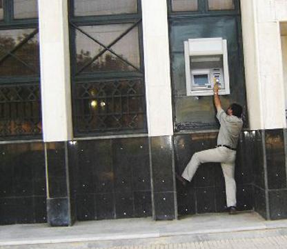سرقة بنك أردني من قبل قراصنة ثبتوا كاميرات داخل صناديق الصراف الآلي