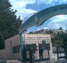 اعتصام للمطالبة بوقف تصفية كلية الحصن وتحويلها لجامعة