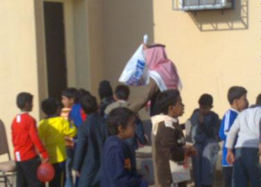 يمتنعون عن الدراسة منذ أسبوع..طلاب مدرسة بريقا يرشقون مكتب المدير والساحات بالبيض