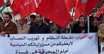 مئات المواطنين يطالبون مجلس النواب بإلغاء معاهدة وادي عربة ويهاجمون موقف قناة العربية