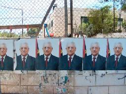 انتشار مكثف لصور الرئيس عباس في رام الله يثير جدلا بين الفلسطينيين