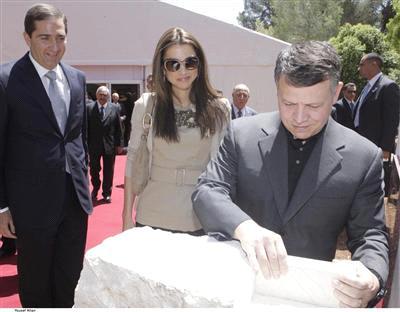 الملك يضع حجر الاساس لمشروع منيه السياحي وسط غابات دبين