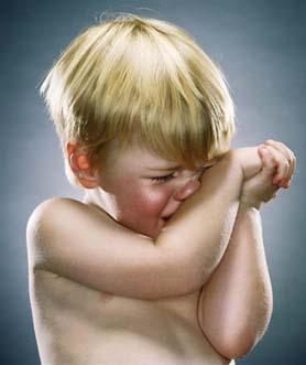 الأهل تقدموا بشكوى..كسر «ابرة» داخل يد طفل في مستشفى الاميرة رحمة