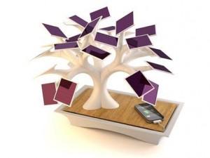 مصمم فرنسي يبتكر شجرة اصطناعية لشحن الهواتف بالطاقة الشمسية