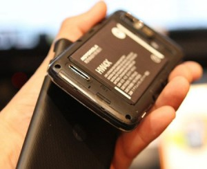 موتورولا تطلق نسخة من هاتفها الذكي آتريكس 2