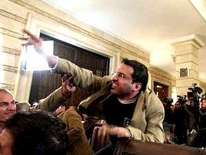 محامي الزيدي ينفي طلب موكله اللجوء السياسي فى سويسرا