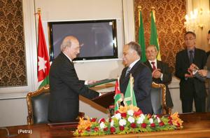 الأردن وليبيا يوقعان 12 اتفاقية