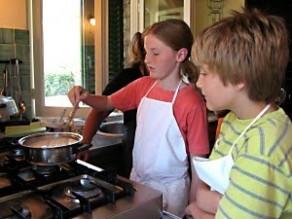 تدريب طفلك على الأعمال المنزلية يمنحه الثقة