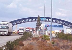 السلطات السورية تفتش السيارات القادمة والمغادرة عبر الحدود