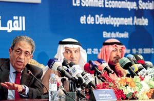 قمة الكويت ..التزام القادة بالارتقاء بمستوى معيشة المواطن ومواجهة الأزمة المالية العالمية