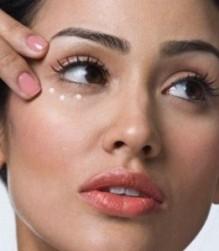 ثلاث طرق للتخلص من احمرار العين وإرهاقها