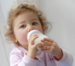 تأثير استهلاك الحليب في الصغر على كثافة العظام في الكبر