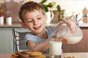 استهلاك الحليب في مرحلة الطفولة يساهم في إطالة العمر