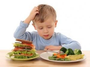 اختيار الأطفال لطعامهم يجنبهم اضطرابات التغذية