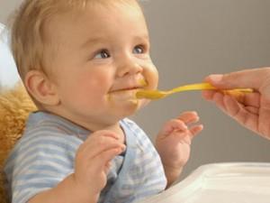 أنواع الأطعمة المفضلة لدى الطفل تبدأ في رحم الأم