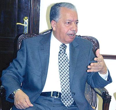 وزير الداخلية يحيل أربعة محافظين على التقاعد
