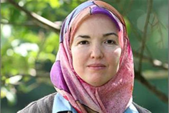 أول مسلمة تصلي مع أوباما: البيت الأبيض عرض وظائف للمسلمين