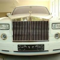 رجل أعمال عربي يشتري سيارة رولز رويس مصفحة بثمانية ملايين دولار..بالصور