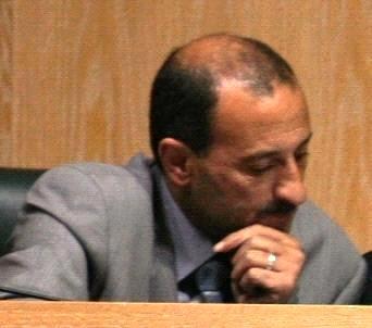 النائب الزعبي ينتقد الحكومة لرفضها معالجة وزير نفط عراقي سابق