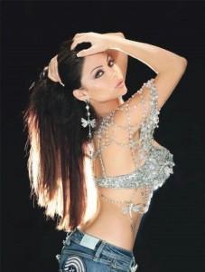 هيفاء : لا أعرض جسدي أنا مغنية وبجدارة (صور)