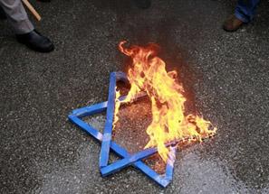 شركة إسرائيلية تروج لخف يحمل اسم محمد والذات الإلهية