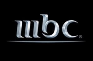 عراك بالايدي بين المذيعين على الهواء في قناة mbc اثناء بث نشرة الاخبار