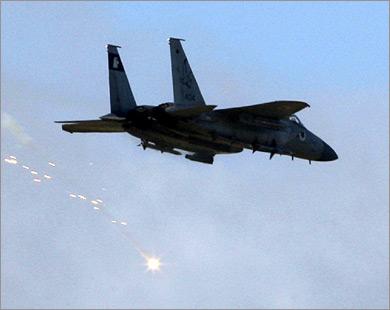القسام تتصدى لتوغل وطائرات إسرائيلية تقصف أنفاق رفح