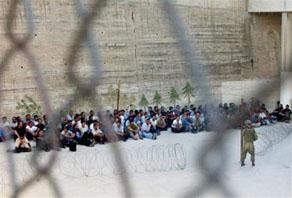 «الخارجية» تنظم زيارة لاهالي الاسرى في اسرائيل بعد العيد