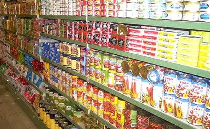 أغذية فاسدة في مولات تجارية ضخمة وتحذيرات من العروض الأسبوعية