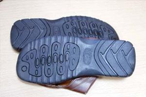 انتشار أحذية تحمل عبارات مسيئة للاسلام في الاسواق المحلية