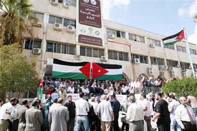 نقابيون وحزبيون يعتصمون احتجاجا على اقتحام الاقصى