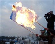 بالفيديو..محامون يحرقون العلم الإسرائيلي في قصر العدل