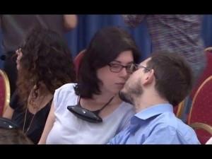 قبلة إسرائيلية ساخنة في مؤتمر الرئيس عباس