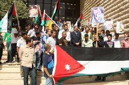 """طلاب """"الأردنية"""" ينظمون مسيرة اعتزاز بشهداء الأردن في هاييتي"""