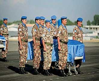الملك والملكة على رأس مستقبلي شهداء القوات المسلحة في مطار ماركا العسكري