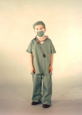 """الشرطة الاندونيسية تغلق """"مستشفى"""" يديره طفل في التاسعة"""
