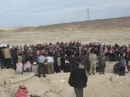 المئات يشيعون جثمان المواطن العناني في معان