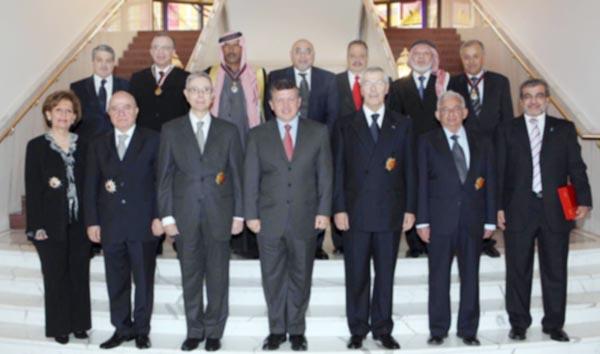 الملك ينعم على عدد من المواطنين والمؤسسات بأوسمة ملكية