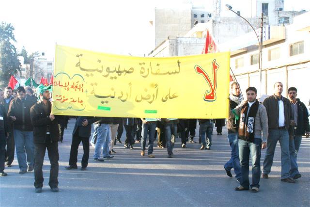 طلاب الجامعات يعتصمون أمام مجلس النواب