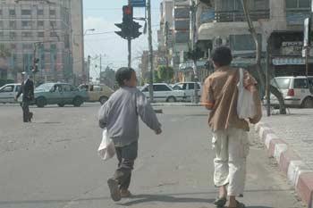 الكشف عن عصابة مصرية تورد أطفال الشوارع للأثرياء راغبي الشذوذ