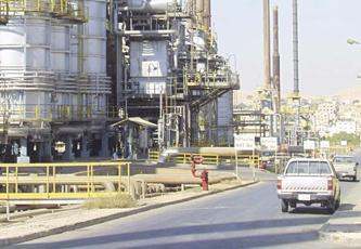 التحقيق في شبهة فساد بمصفاة البترول واختلاس 12 مليوناً من شركة عامة