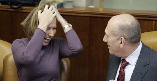الإرهابي أولمرت ينسف التهدئة وعاموس جلعاد يتهمه بمحاولة إذلال مصر