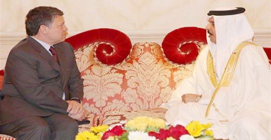الملك والعاهل البحريني يؤكدان ضرورة تحقيق التضامن العربي