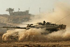 دبابات الاحتلال تقصف جنوبي غزة وتتوغل شرقا