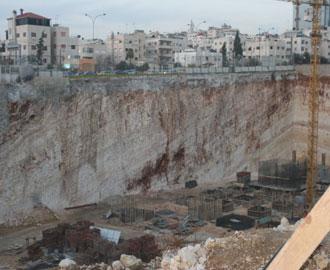 وفاة طفل اثر سقوطه في حفرة إنشائية لأحد المشروعات التجارية في الصويفية