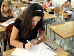 طلبة الثانوية العامة ينهون امتحاناتهم الأحد